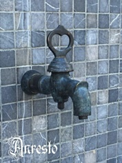 Antieke sleutel kraan, antique faucet tap with key lever