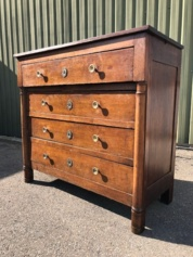 Empire commode, eiken hout, met messing beslag.