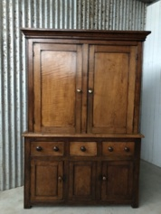 Antique Georgian Linen Press or household cabinet. Kabinet.