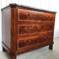 Mahonie Directoire stijl 3 laads commode met St. Anna marmer.